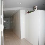 Tarima y armarios divisores de ambientes